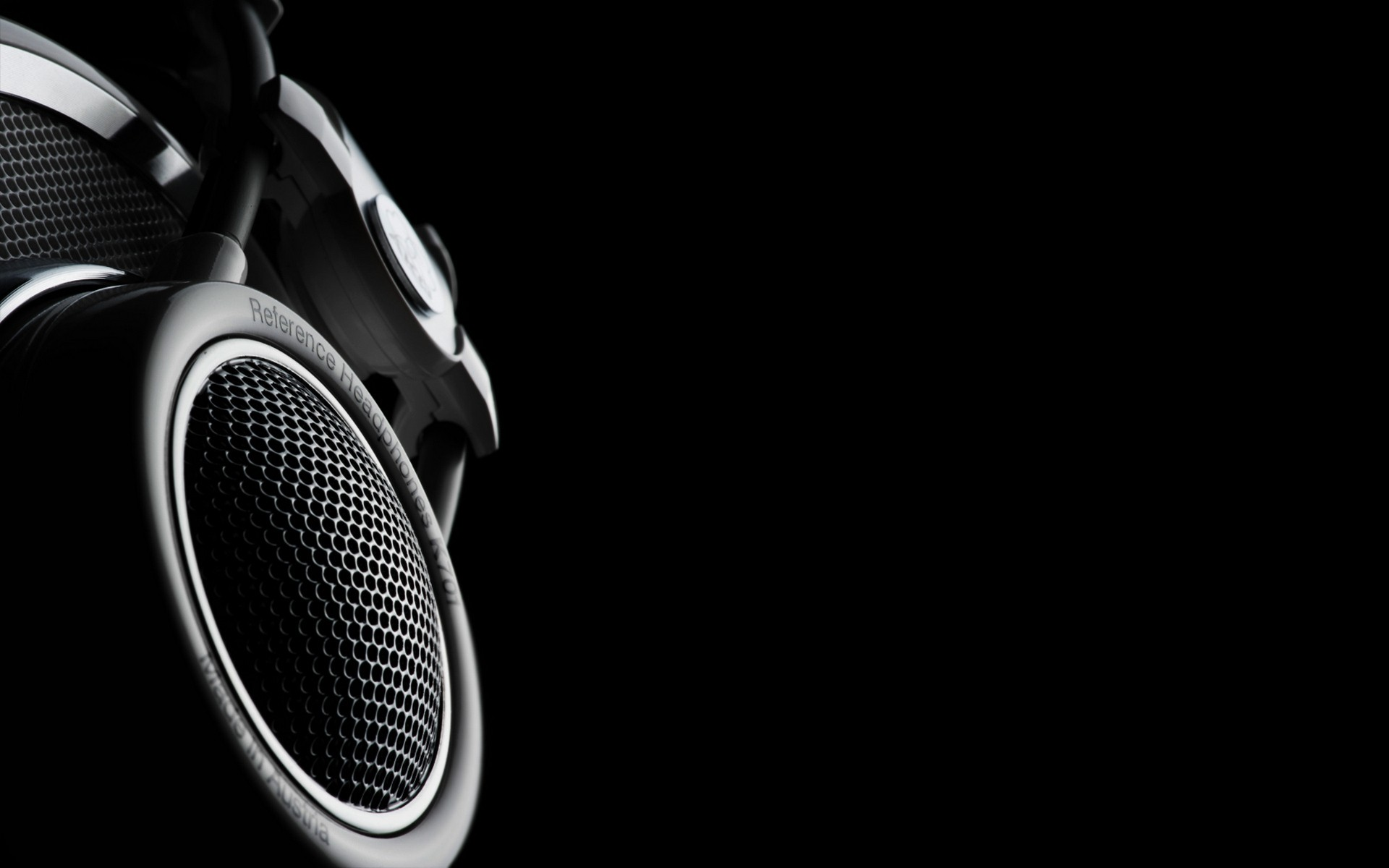 Black-White-Speaker-Wallpaper